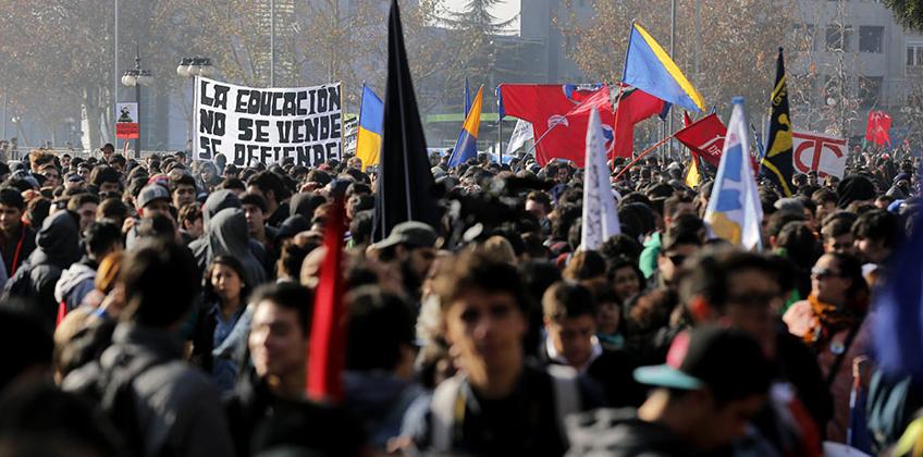 Estudiantes marchan